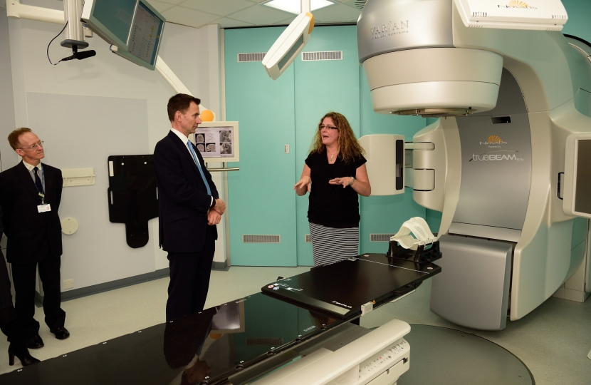 Jeremy Hunt MP views new Intracranial Stereotactic Radiotherapy equipment